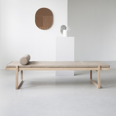 Minimal daybed leather