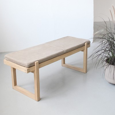 Minimal bench leather