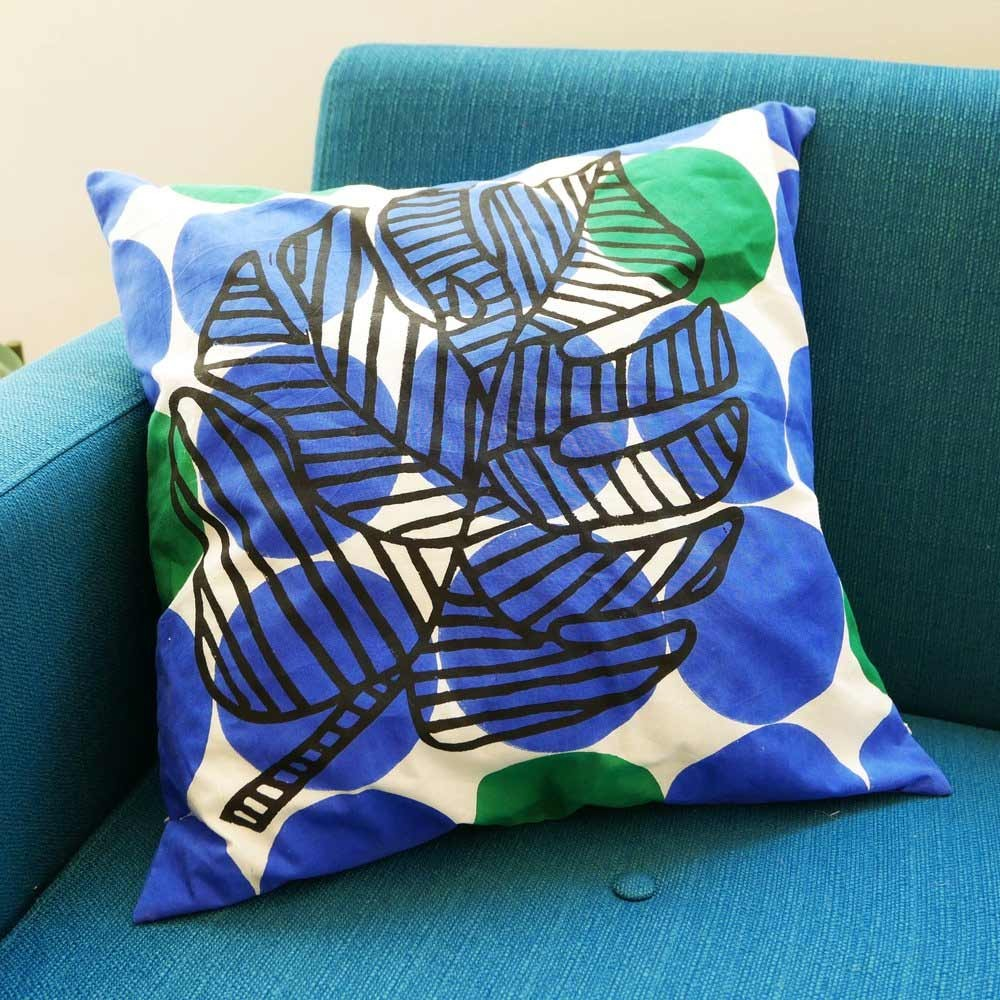 Palm leave cushion blue